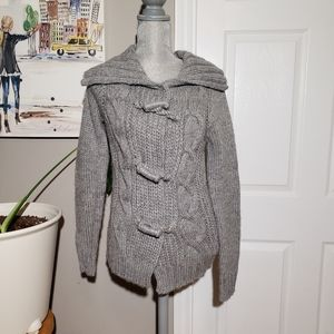 GAP NWT chunky cable knit toggle sweater
